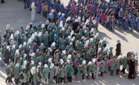 """أزمة جديدة – هل تغلق """"الأونروا"""" مدارسها بسبب العلم الفلسطيني ؟"""